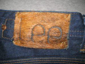 Орилинальный патч на джинсах Lee